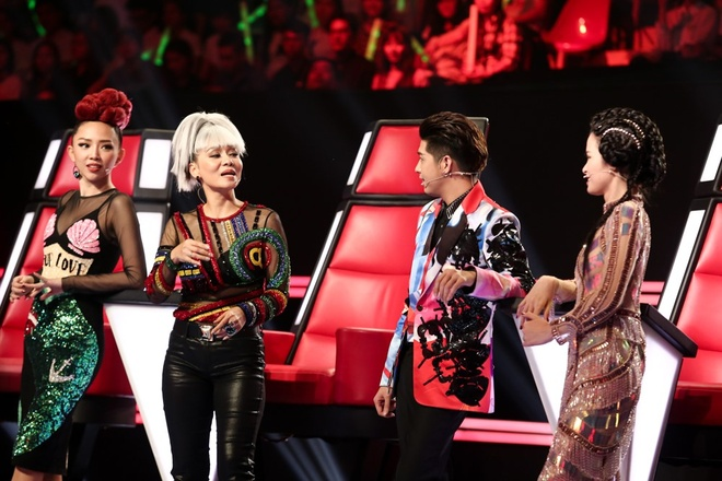 Hot boy 20 tuoi khien HLV The Voice mau thuan khi gianh giat hinh anh 2