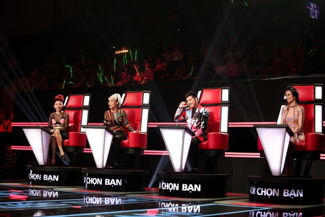 Hot boy 20 tuoi khien HLV The Voice mau thuan khi gianh giat hinh anh 4