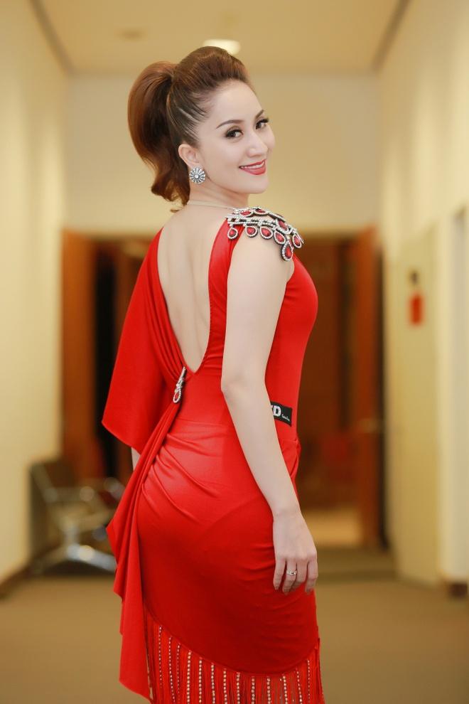 Khanh Thi cham soc Phan Hien anh 5