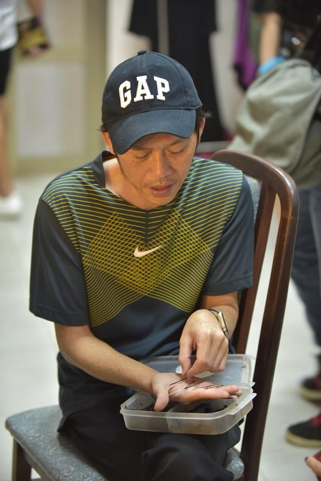 Hoai Linh binh dan trong hau truong gameshow anh 2