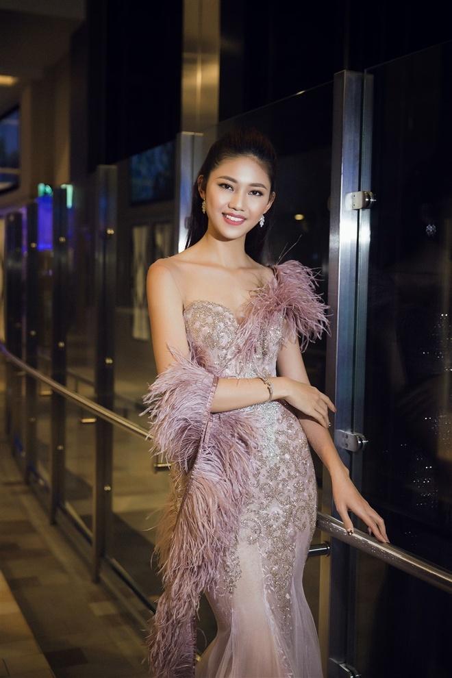 Hoa hau My Linh,  A hau Thanh Tu chup anh tren du thuyen anh 8
