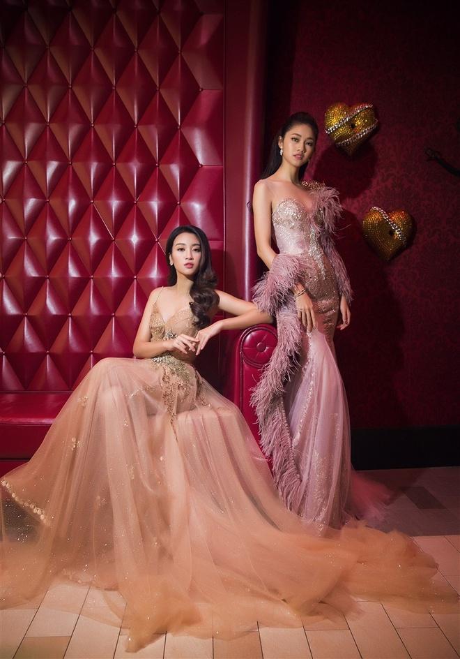 Hoa hau My Linh,  A hau Thanh Tu chup anh tren du thuyen anh 1