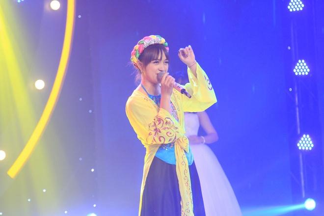 Hot girl quan ho duoc Toc Tien vi la 'hang quy hiem' trong showbiz hinh anh 2