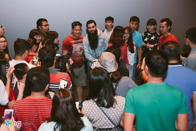 Fan Viet thich thu khi dao dien 'Kong: Skull Island' bat ngo xuat hien hinh anh 3