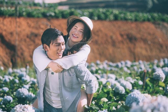 Hoa Minzy khoa moi con trai nuoi Hoai Linh trong MV moi hinh anh 1