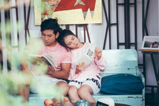 Hoa Minzy khoa moi con trai nuoi Hoai Linh trong MV moi hinh anh 6