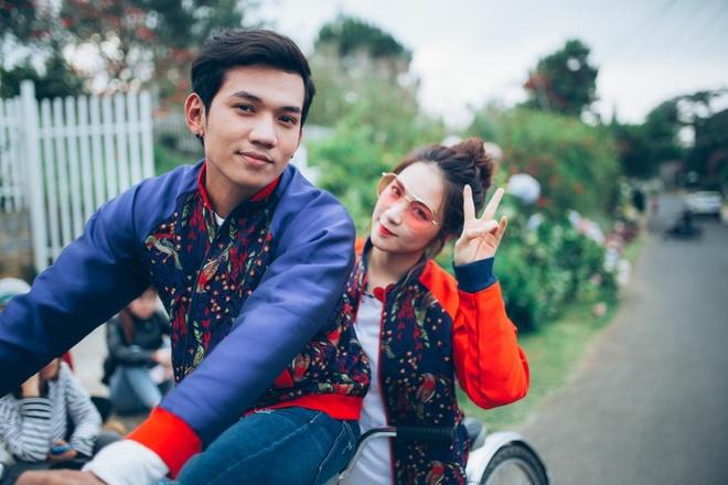 Hoa Minzy khoa moi con trai nuoi Hoai Linh trong MV moi hinh anh 7