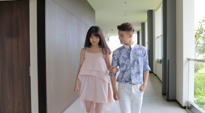 Hoc tro Ho Quynh Huong ngai ngung khi om ap hot girl Kieu Trinh hinh anh 2