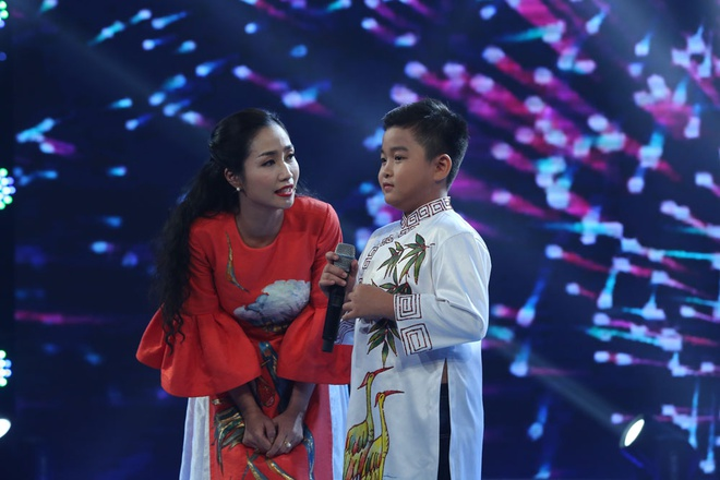 Be 9 tuoi duoc Quang Linh vi la 'ban sao nhi' Tung Duong hinh anh 2