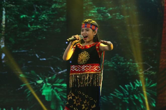 Be 9 tuoi duoc Quang Linh vi la 'ban sao nhi' Tung Duong hinh anh 3