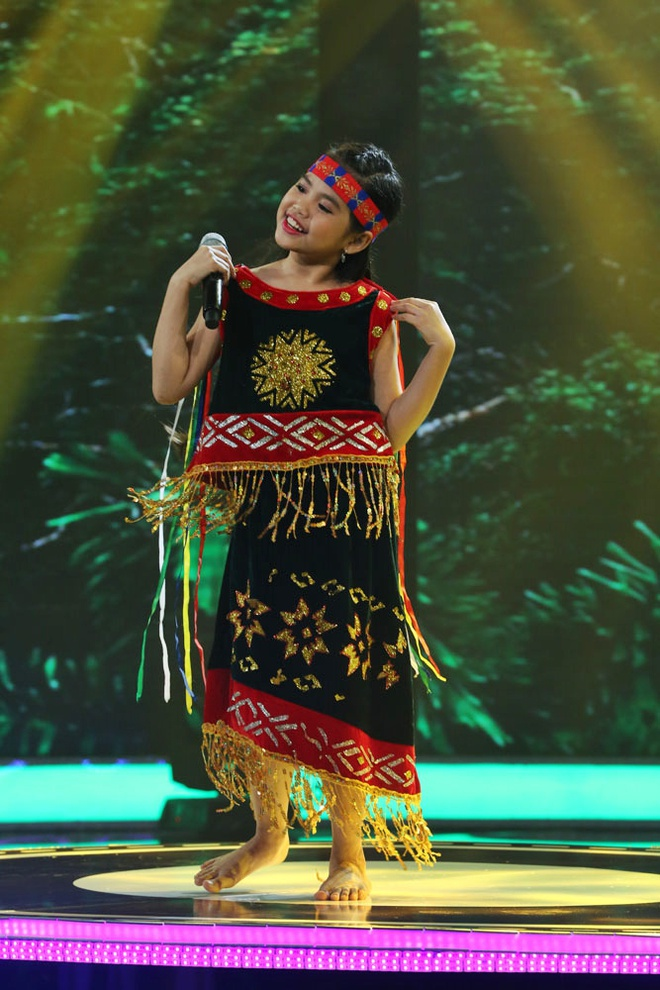 Be 9 tuoi duoc Quang Linh vi la 'ban sao nhi' Tung Duong hinh anh 4