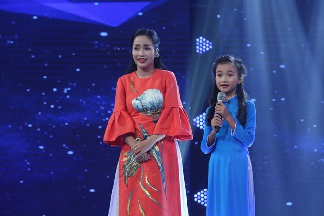 Be 9 tuoi duoc Quang Linh vi la 'ban sao nhi' Tung Duong hinh anh 6