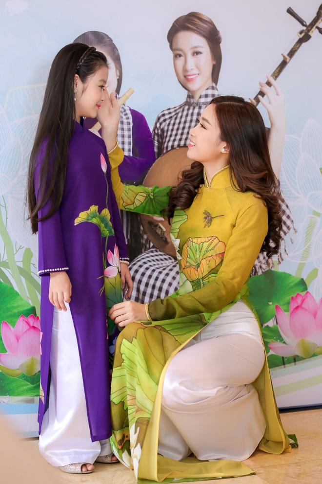 Hoa hau My Linh quang ba Lien hoan don ca tai tu anh 1
