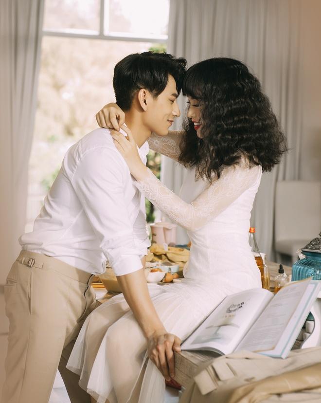 Isaac tinh cam voi 'ban sao Tang Thanh Ha' trong MV moi hinh anh 1