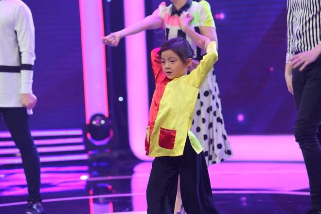 Tran Thanh kham phuc tai nang cua co be 5 tuoi noi tieng Anh nhu gio hinh anh 7