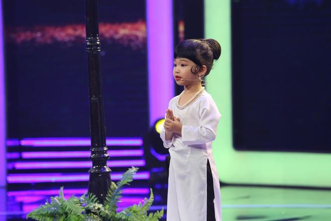 Tran Thanh kham phuc tai nang cua co be 5 tuoi noi tieng Anh nhu gio hinh anh 3