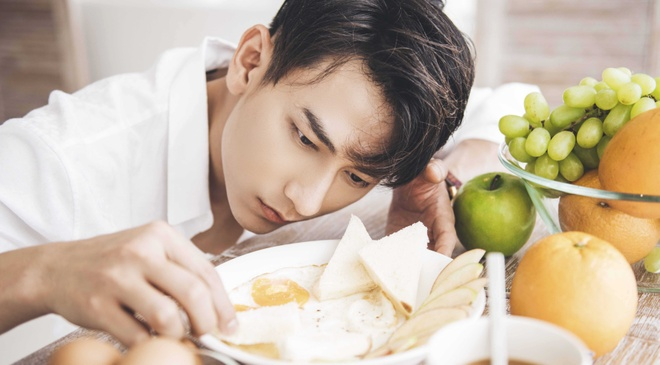 Isaac lot xac hinh tuong trong MV moi anh 1