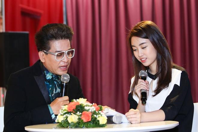 Hoa hau My Linh duoc MC Thanh Bach tan tinh giang day cach dan chuong trinh anh 2