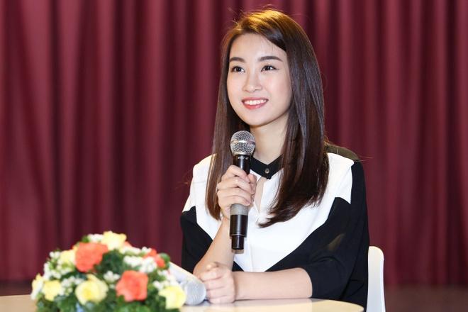 Hoa hau My Linh duoc MC Thanh Bach tan tinh giang day cach dan chuong trinh anh 1