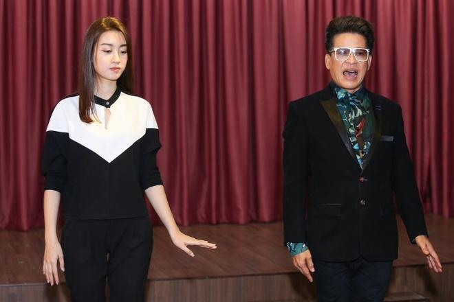 Hoa hau My Linh duoc MC Thanh Bach tan tinh giang day cach dan chuong trinh anh 3