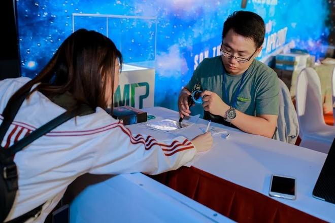 Fan xep hang chat cung cho mua album cua Son Tung M-TP tai Ha Noi hinh anh 2