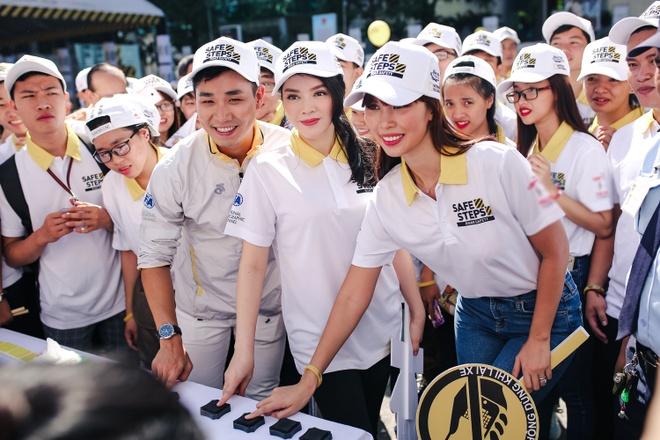 Duong Tu Quynh nhay flashmob cung dan sao Viet hinh anh 12
