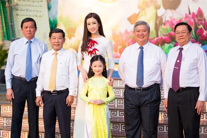 Hoa hau My Linh mac ao ba ba, tap trang banh uot hinh anh 7