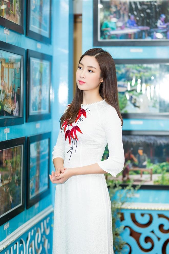 Hoa hau My Linh mac ao ba ba, tap trang banh uot hinh anh 5