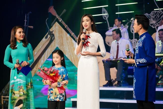 Hoa hau My Linh mac ao ba ba, tap trang banh uot hinh anh 10