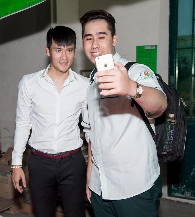Thuy Tien mac trang phuc nhu noi y bieu dien tren san khau hinh anh 8