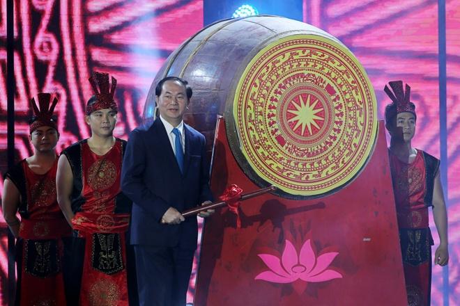 My Tam, Dan Truong bieu dien truoc 20.000 khan gia hinh anh 1