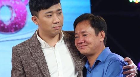 Tran Thanh roi nuoc mat truoc nguoi cha nuoi hai con teo nao hinh anh