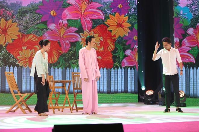 Hoai Linh doi dau Thu Trang tren san khau hai hinh anh 4