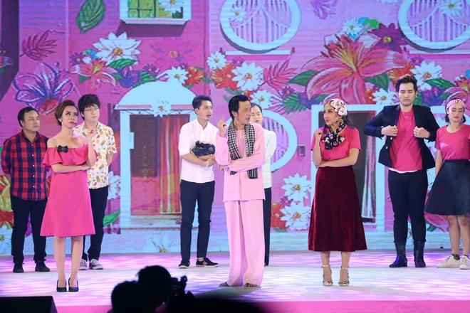 Hoai Linh doi dau Thu Trang tren san khau hai hinh anh 1