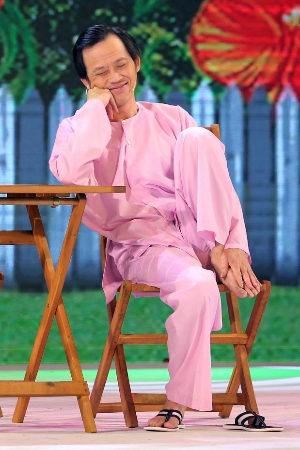 Hoai Linh doi dau Thu Trang tren san khau hai hinh anh 2