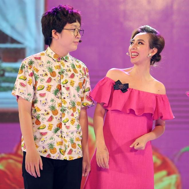 Hoai Linh doi dau Thu Trang tren san khau hai hinh anh 5