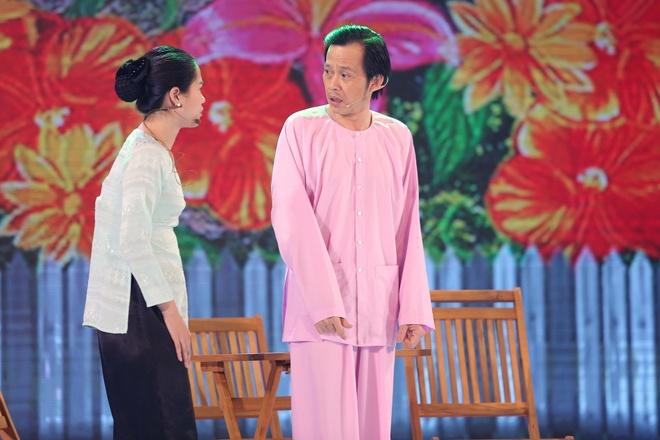 Hoai Linh doi dau Thu Trang tren san khau hai hinh anh 3
