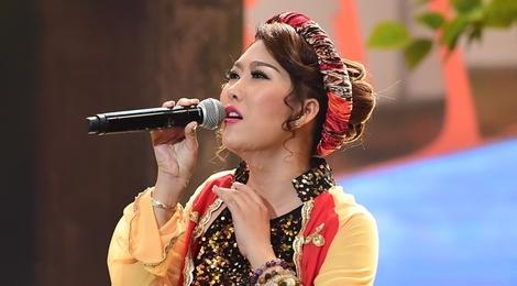 Viet Huong toat mo hoi khi nghe Phi Thanh Van hat dan ca hinh anh