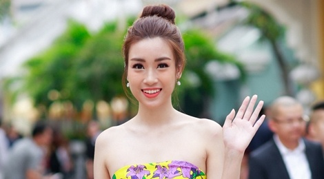 My nhan Viet mac long lay xem show thoi trang o Phu Quoc hinh anh