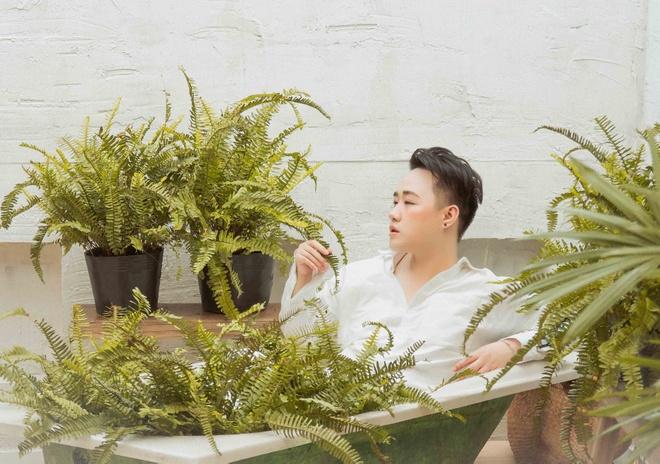 Trung Quan Idol tro lai voi ballad sau nua nam vang bong hinh anh 1