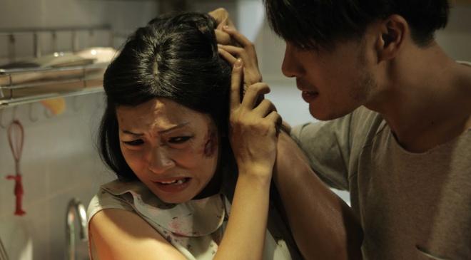 Phuong Thanh bi danh bam dap trong phim moi hinh anh