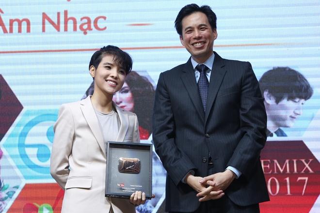 Dan Truong, Phi Nhung duoc YouTube vinh danh hinh anh 4