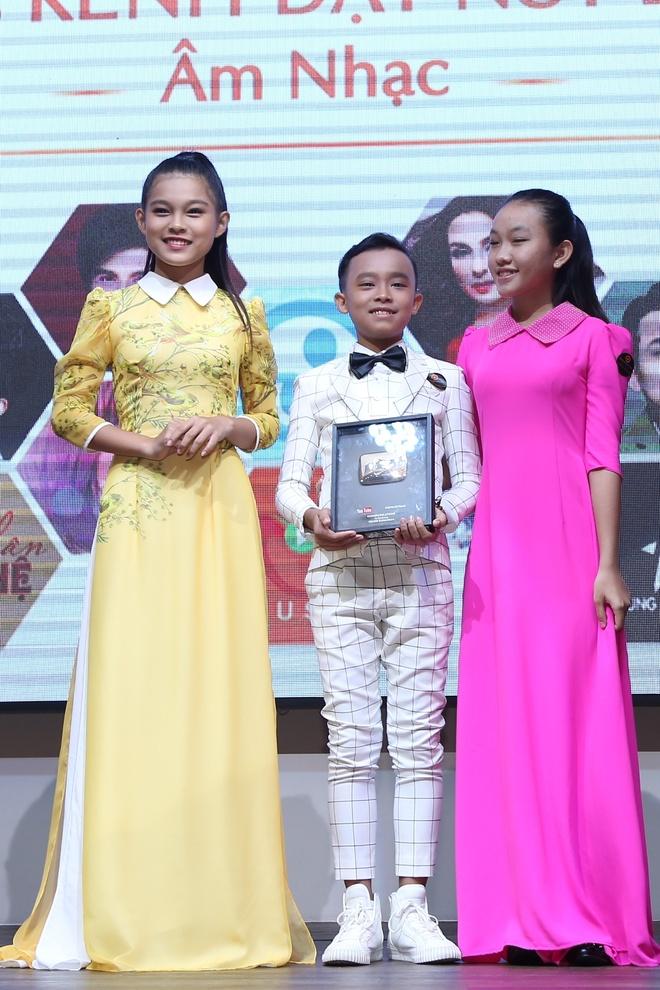 Dan Truong, Phi Nhung duoc YouTube vinh danh hinh anh 3