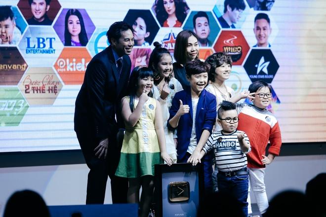 Dan Truong, Phi Nhung duoc YouTube vinh danh hinh anh 5