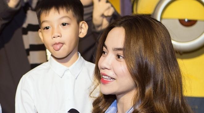 Ho Ngoc Ha dan Subeo di xem phim hinh anh