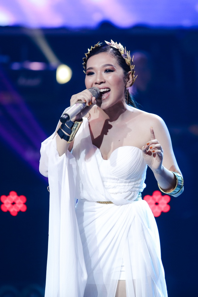 Mang tran len san khau, hot girl 9X dang quang Ban la ngoi sao hinh anh 3
