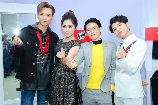 Huong Tram trang diem gia dan khi lam huan luyen vien The Voice Kids hinh anh 10