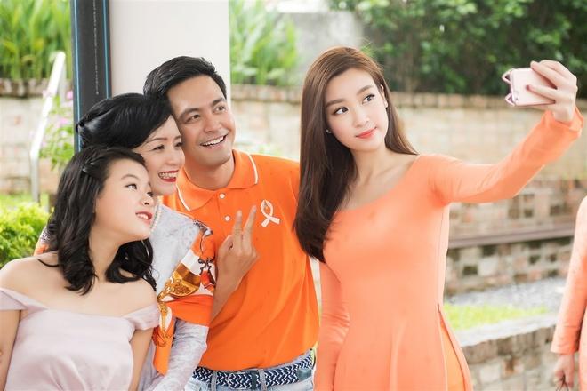 Hoa hau My Linh tang qua cho nan nhan chat doc da cam hinh anh 5