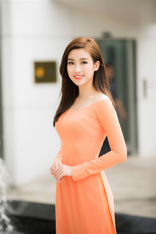 Hoa hau My Linh tang qua cho nan nhan chat doc da cam hinh anh 4