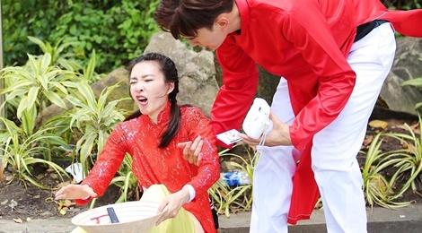 Vuong Le Khon vap ta ao, nga manh khi quay Amazing Race o Sai Gon hinh anh